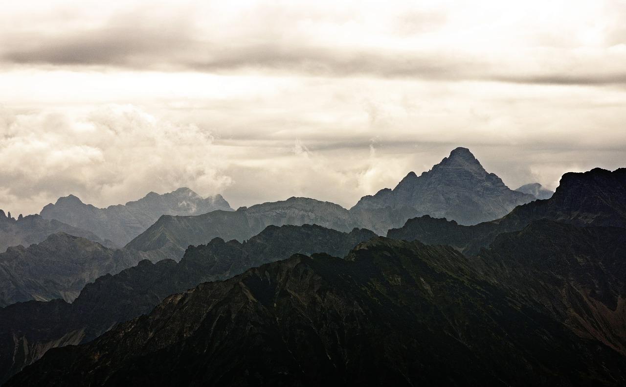 mountains-468137_1280